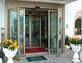 Эвакуационные (антипаниковые) двери